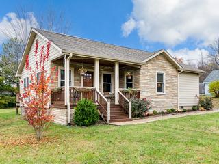Updated 2BR Cottage w/ Deck
