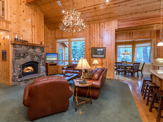 4BR Mountain Lodge on Tahoe Donner Golf Course