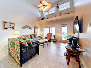 2BR w/ Gulf Views, Steps to Beach