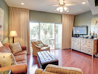 3BR Destin Townhouse Steps Away from the Beach