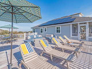 3BR w/ Large Deck- Steps to Beach
