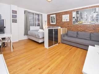 Spacious studio on Upper East Side