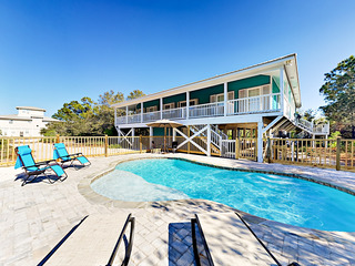 Large 4BR – WITH NEW POOL 2 Blocks to Beach