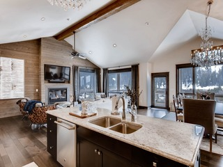 New Luxury 3Bdr townhome/Stunning Décor, Mountain Views