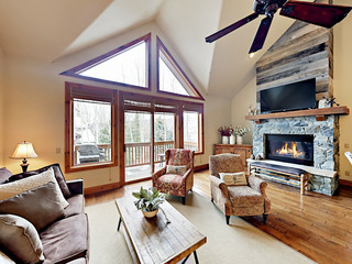 Ski-In/Ski-Out Arrowhead Village 2BR w/ Pool & Spa