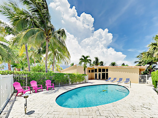 Waterfront 3BR w/ Private Pool, 1 Block to Beach