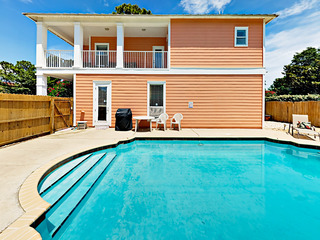 4BR w/ Private Pool- Near Beach