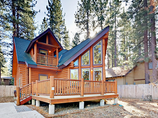 3BR Log Cabin w/ Spacious Deck