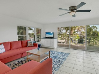 Remodeled Beachside Corner-Unit 2BR w/ Pool
