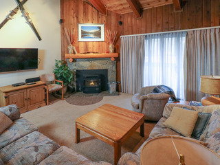 2BR w/ Hot Tub- Walk to Ski Lifts