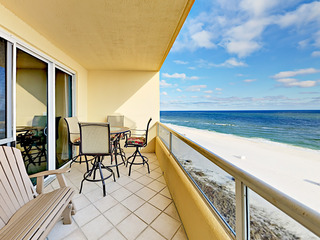 Updated Gulf-View Beachfront 3BR/3BA- Pools & Tennis