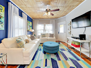 Remodeled 3BR Gem- 1 Block to Beach