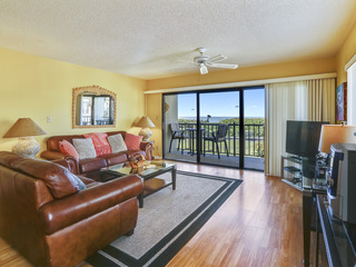 Land's End 205 building 10-FALL DEAL/Corner condo/Updated!