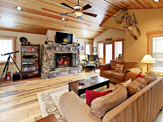 Lodge-Inspired 3BR w/ Amenities