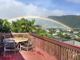 Manoa Valley 2BR w/ Hot Tub & Lanai w/ Ocean View