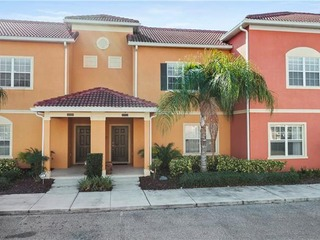 4 Bedroom Townhome with Private Splash Pool!
