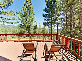 Charming 2BR w/ Deck & Lake Views