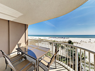 Beachfront 2BR w/ Pools & Hot Tub