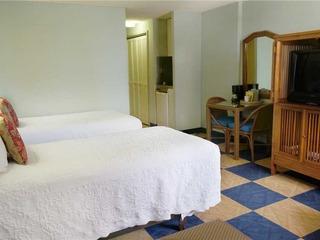 Ewa Hotel Waikiki #711