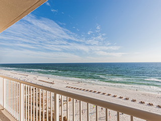 Bright Waterfront 2BR w/ Grand Gulf Views