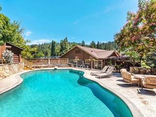 4BR Rocktop Lodge w/ Pool & Hot Tub