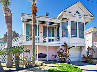 Updated & Historic 3BR, Near Beach