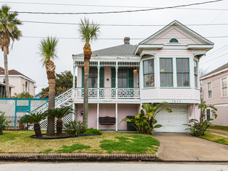 1613 19th St Home at Galveston