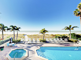 Oceanfront 3BR Condo w/ Pool