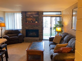 1 Bedroom Resort Condo. Sleeps 4. Clean, Great Location, Pool Hottub