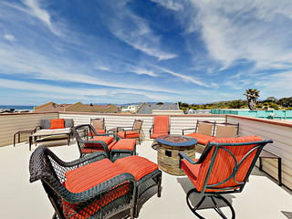 Ocean-View 3BR with Rooftop Deck