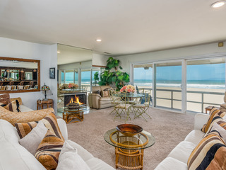 Spacious Beachfront 5BR- Deck & Epic Island Views