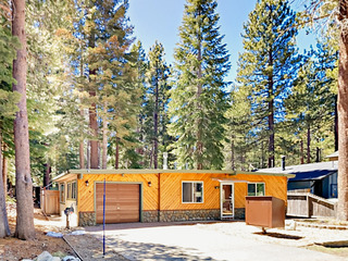 Charming 2BR w/ Huge Backyard