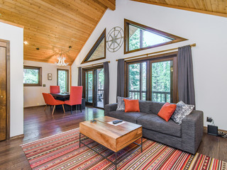 Modern 3BR Cabin Close to Slopes