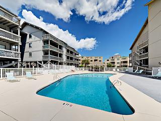 2BR w/ Balcony & Pool- Near Beach