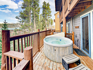 4BR/4BA- Hot Tub, 2 Fireplaces, 250 Yards to Lift
