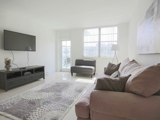 2BR + Den Deluxe Apt with Bay View in Sunny Isles