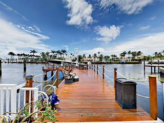 Luxe Waterfront 4BR w/ Heated Pool, Spa & Dock