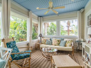 Adorable 2BR Cottage Near Beach
