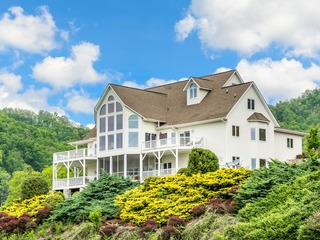 Grand 8BR on 10-Acre Blue Ridge Estate