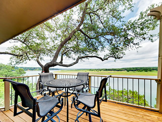 3BR 2BA Water Front Lake Travis/Boat Launch