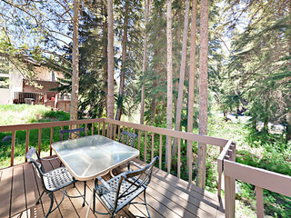 3BR/3BA w/ Deck & Creek View- Near Skiing & Golf