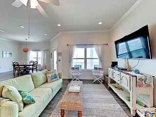 3BR Coastal-Chic Home w/ Pool
