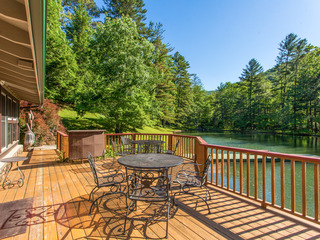 Peaceful 2BR Lakefront on 3 Acres
