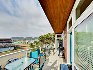 Upscale 1BR w/ Deck & Ocean View