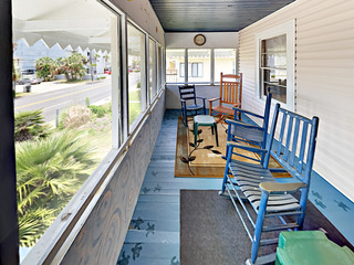 5BR Beach Bungalow Near Main St