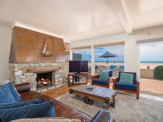 Oceanfront 2BR w/ Stellar Views