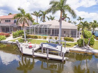Canal-Front 4BR w/ Private Pool & Dock