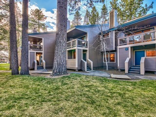 Updated, Instagram-Worthy townhome steps from Lake Tahoe