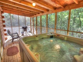 Love Bird (1 Bedroom cabin)