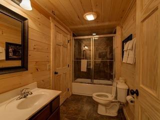 A Perfect Getaway- 4 Bedrooms, 4 Baths, Sleeps 15